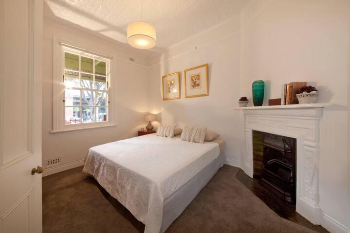Bedroom 2 (King or 2 Singles)