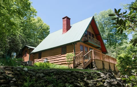 Secluded cabin with firepit, close hikes, SUNRISE