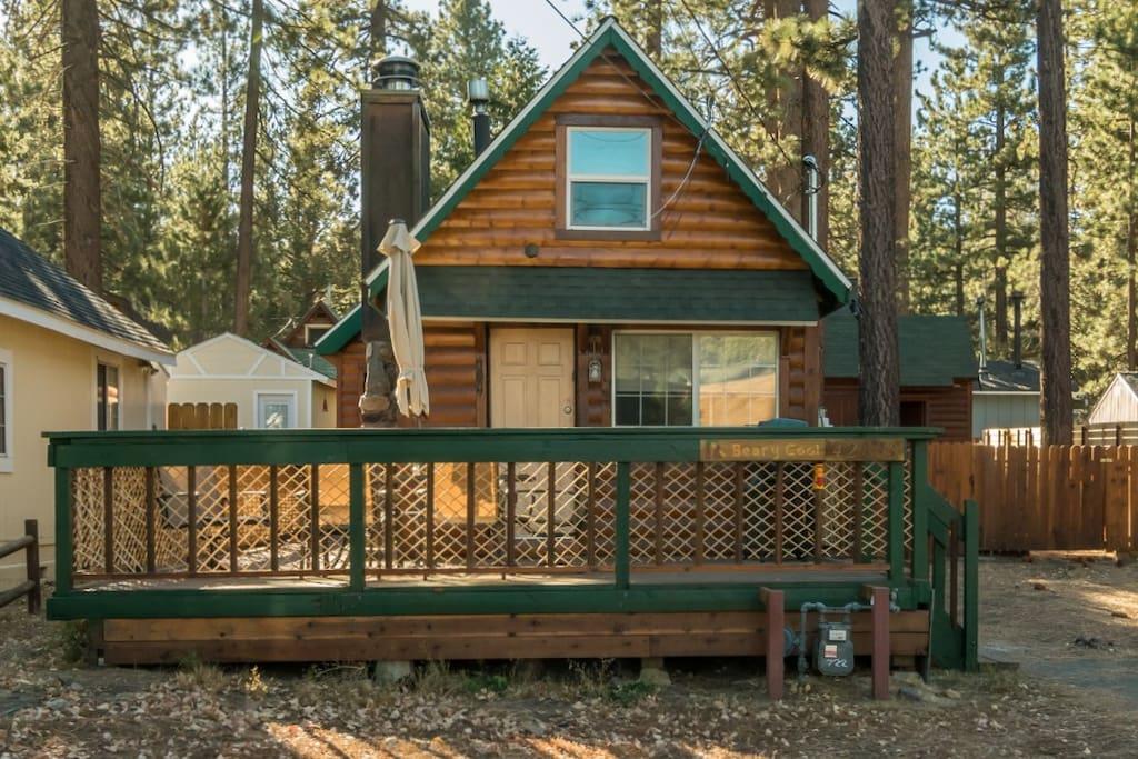 Beary cool cabin lwr moonridge pet friendly fenced for Big bear pet friendly cabins