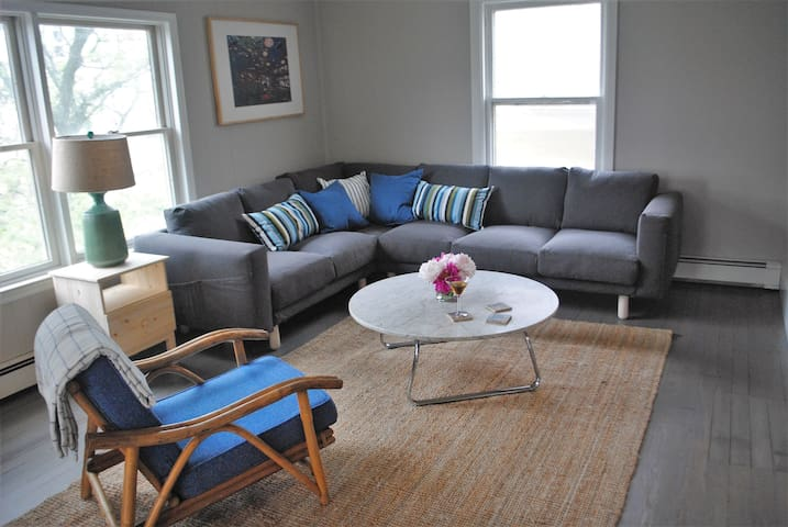 Cool Modern Loft | 2 blocks to beach (5 BR, 2 b) - Asbury Park - Flat