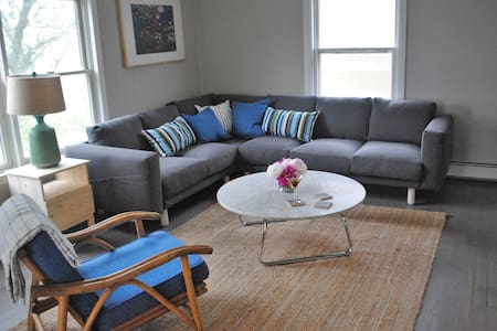 Cool Modern Loft | 2 blocks to beach (5 BR, 2 b) - 艾斯拜瑞公園市(Asbury Park)