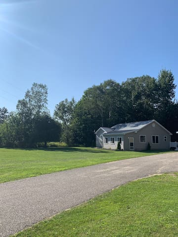 Entire Home: 1 mile from Mullett Lake!