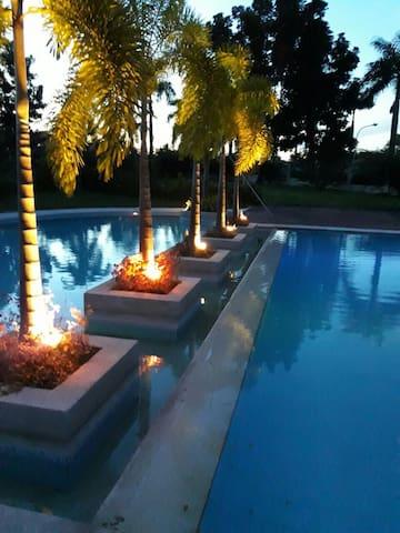 Relaxing Resort Type Condo UNLI WIFI/free parking
