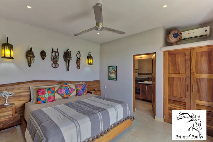 King size bed with ensuite ann with ocean views