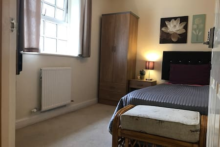 Single room available in Chertsey - Chertsey - Rumah