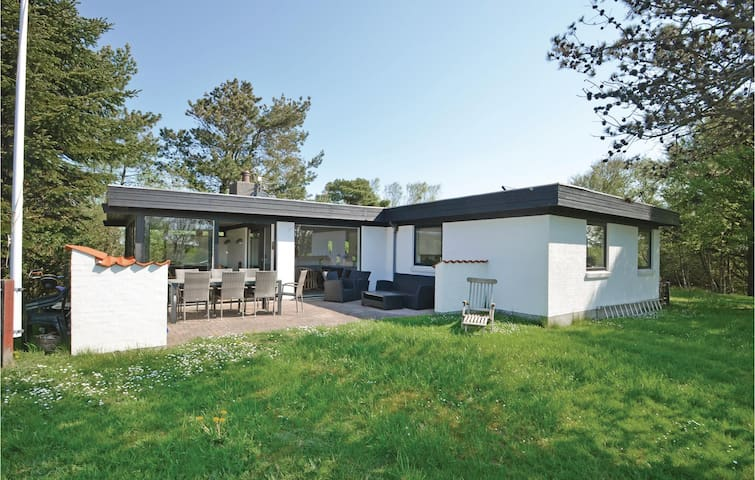 Holiday cottage with 3 bedrooms on 100m² in Thyholm