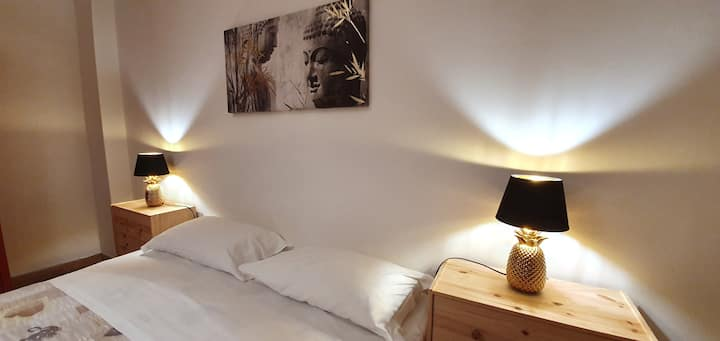 Spacious Apt 3 Min Walk to Rialto Bridge & AC+WiFi