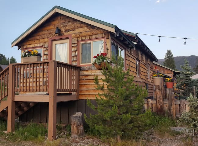 The Lake Cabin #3: Lupine Village at Grand Lake