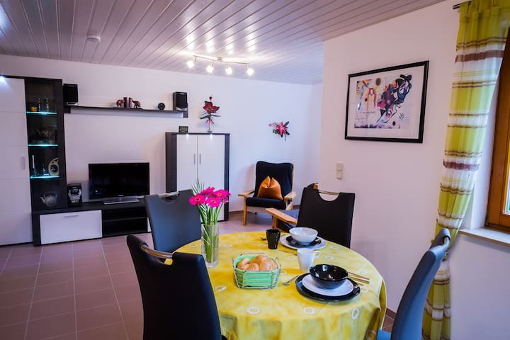Helle, modern eingerichtete 45 m² große ELW. - Ofterdingen - Condominium