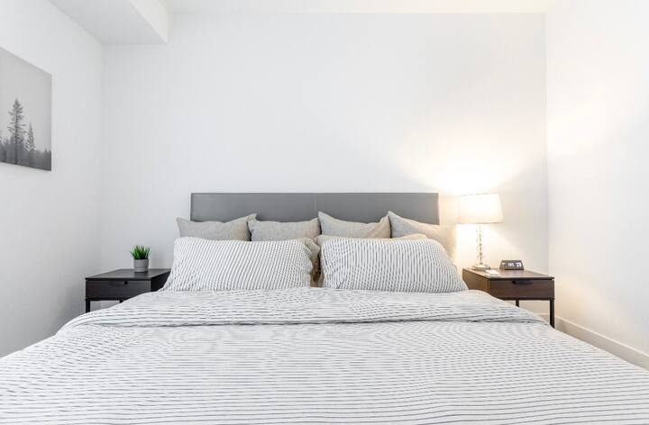 CLEAN! LUXURY 2BED2BATH WIFI KING BED Comfortable