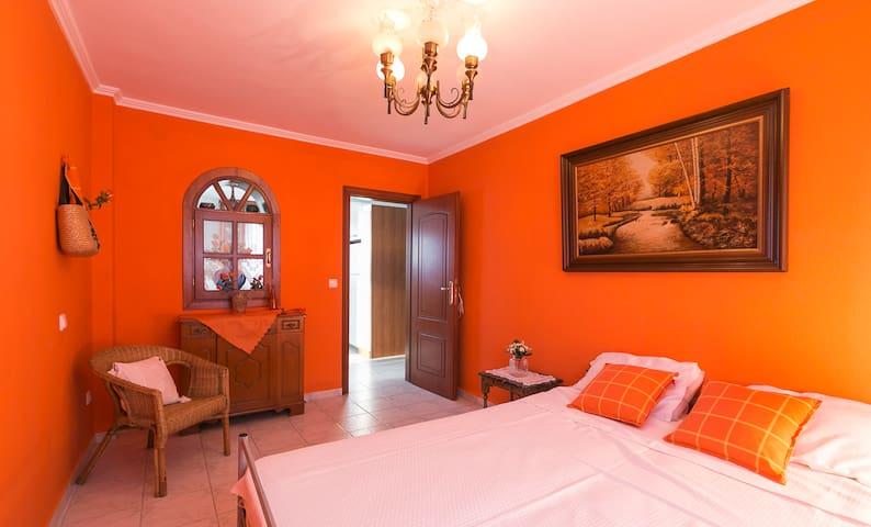 bedroom 4, twin beds, ground floor