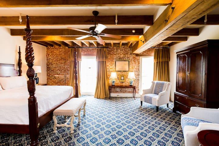 The River Walk Inn - Room 804