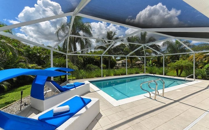 casaBLUE, MODERN, POOL, CANAL VIEW, 2 RENTAL BOATS