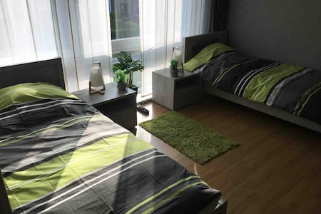 Low budget single bed 4/5 in shared house/hostel