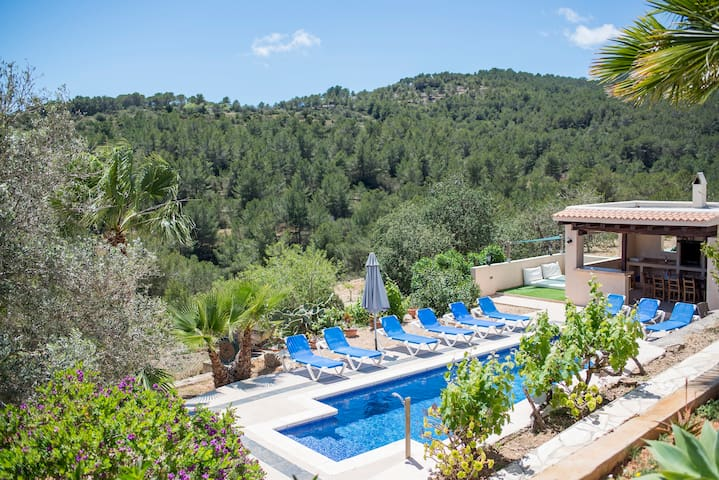 Beautiful villa with pool/mountain views/AC/bbq - Es Cubells - Villa
