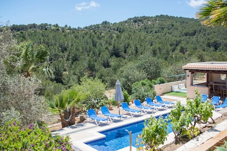 Beautiful villa with pool/mountain views/AC/bbq - Es Cubells