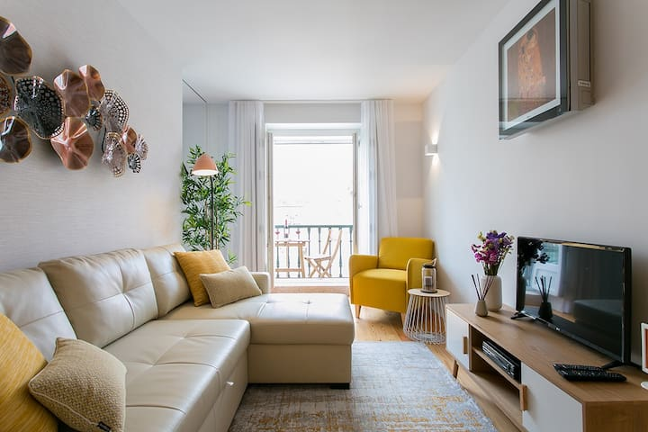 Discount for long term! 1-bed flat w/ balcony&view, in Baixa