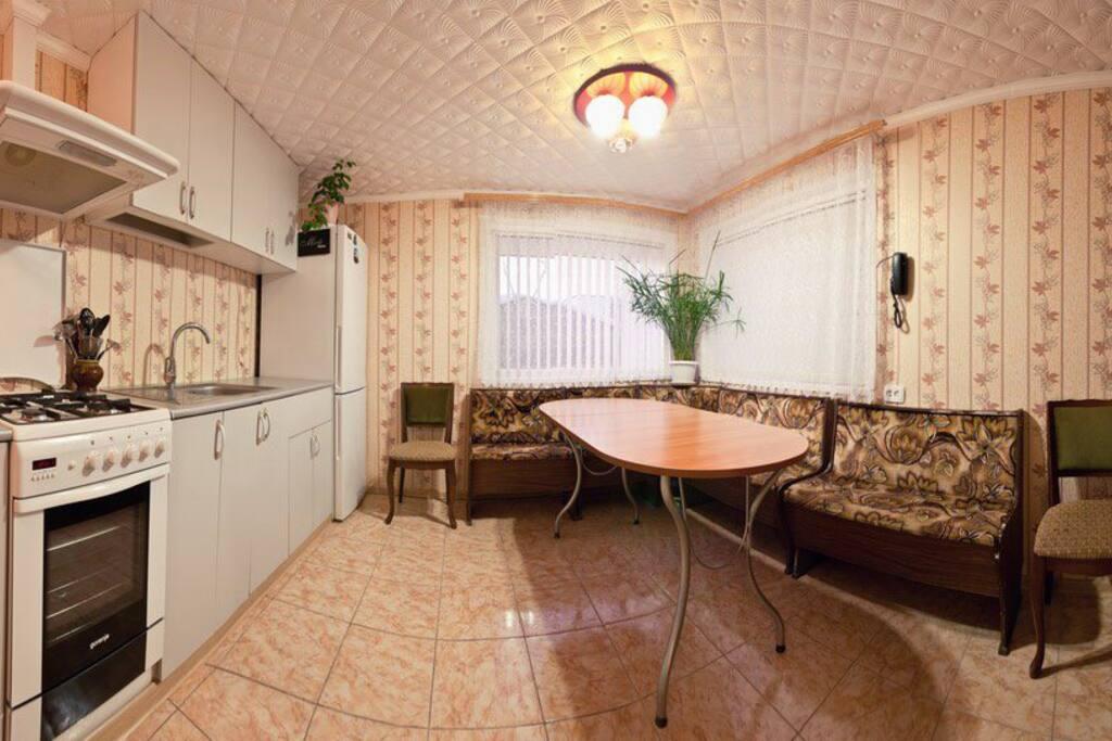 Удобная вместительная кухня