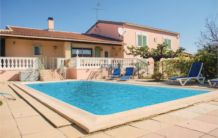 Holiday cottage with 4 bedrooms on 145m² in Uchaud
