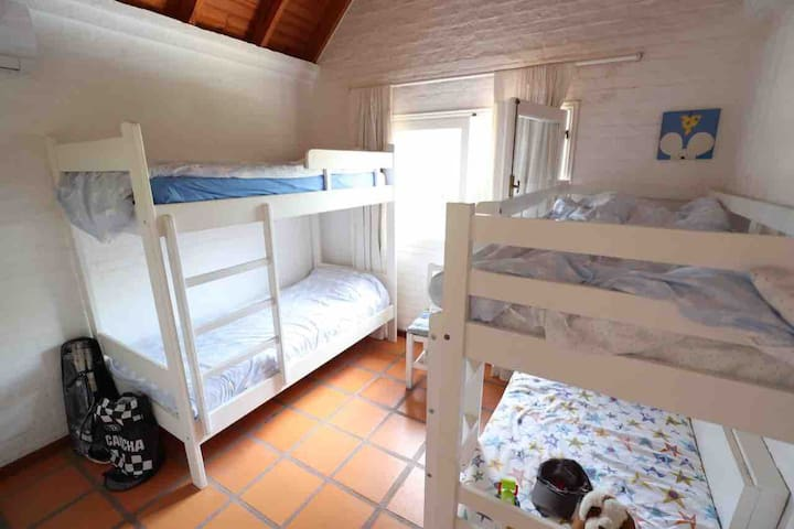 Room 4, four beds