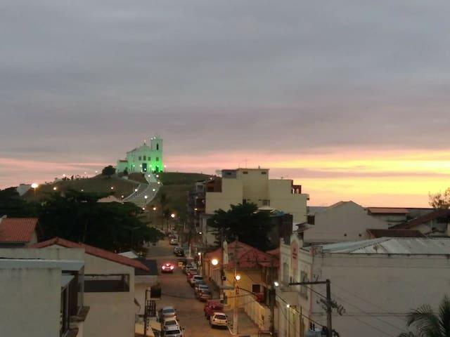 EXCELENTE COBERTURA NO CENTRO DE SAQUAREMA