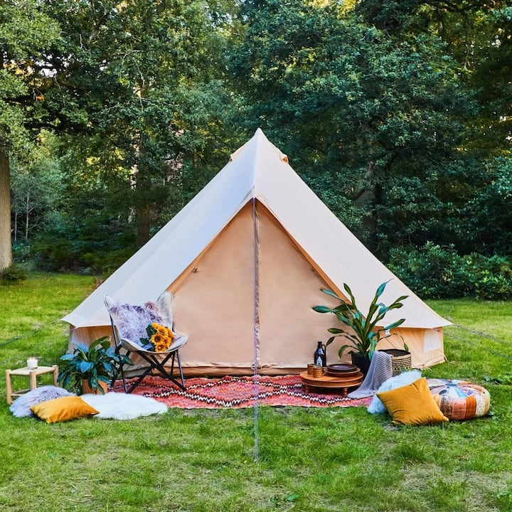 Spacious bell tent in beautiful rural Cheshire