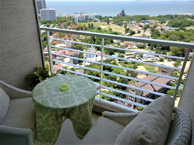 Most livable condo on 32nd fl. sea view- Superhost
