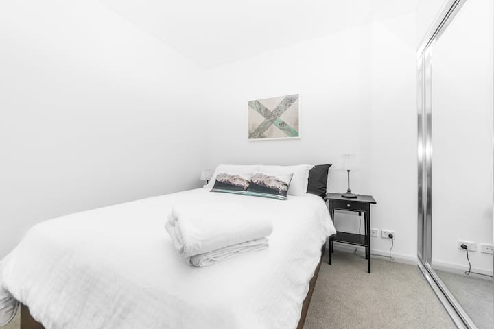 High level 1 bedroom apartment in Wentworth Point