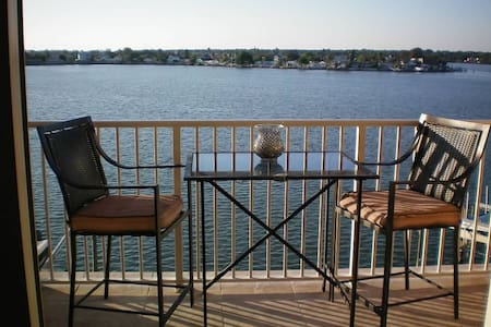 Life of Luxury in Redington Shores Beach Condo - Redington Shores