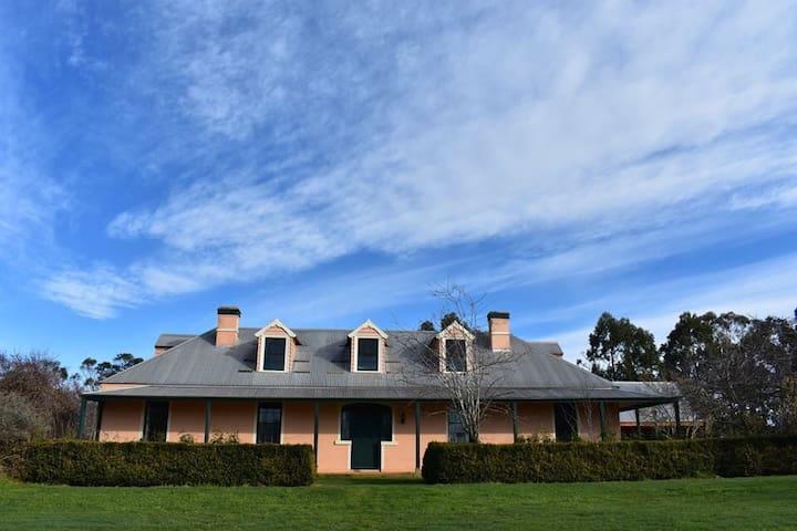 Clayfield Homestead - country retreat Tasmania
