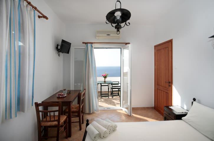 Villa Athina - Three bedroom villa with sea view