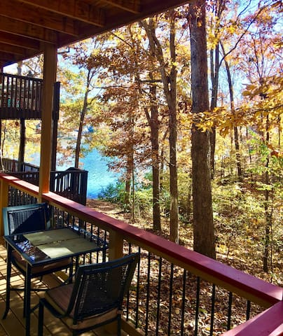 Woodland Cove Lake View Apartment