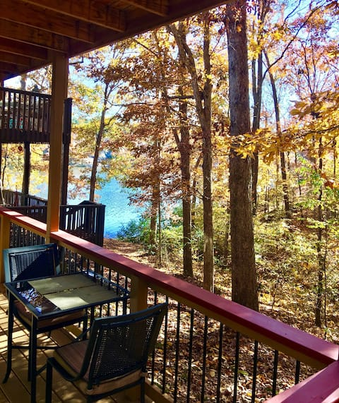 Woodland Cove Lake View Apartment