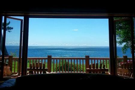 Luxury Log Home on Lake Michigan!