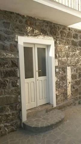 Grazioso bilocale in centro storico - Boroneddu - Rumah