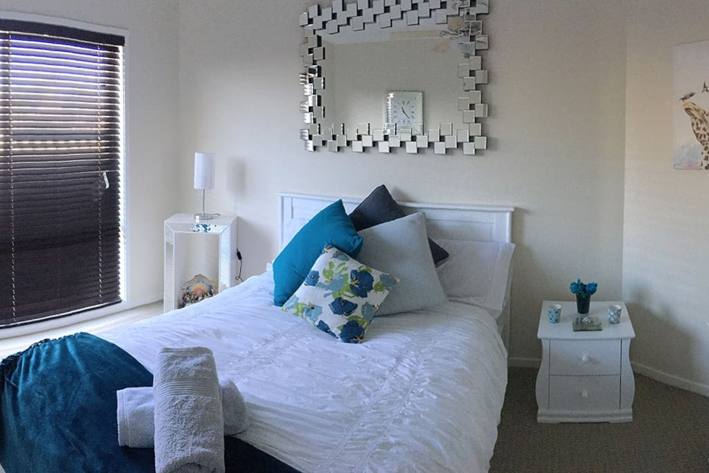 Double bed with fresh decor in Bed and Breakfast