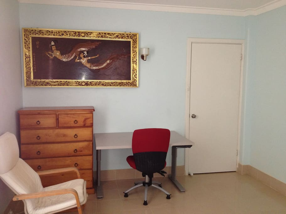 Chest of drawers, study desk & chairs