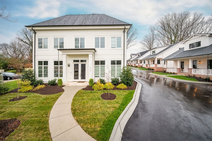 Southern Living Close to Uptown  Charlotte