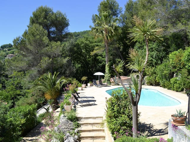 Fab valley views minutes from Nice up to 4 guests - Gattières - Villa