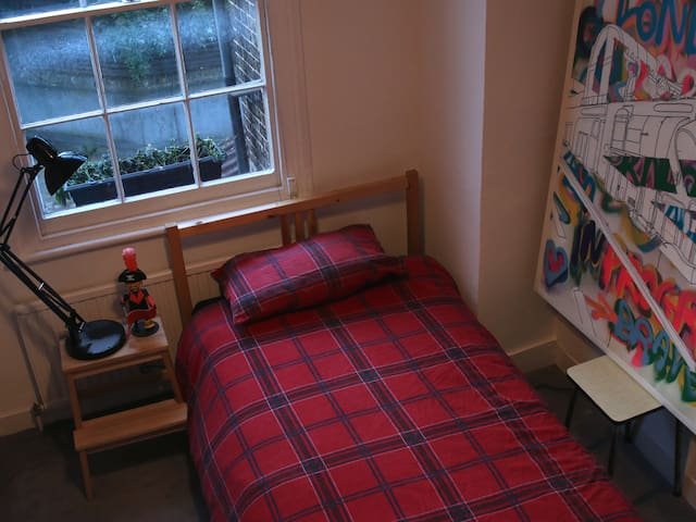 The Single Guest Bedroom