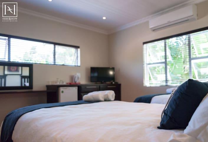 Here & Now Guesthouse Lux twin no 8 - Umhlanga - ที่พักพร้อมอาหารเช้า