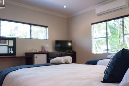 Here & Now Guesthouse Lux twin no 8 - Umhlanga