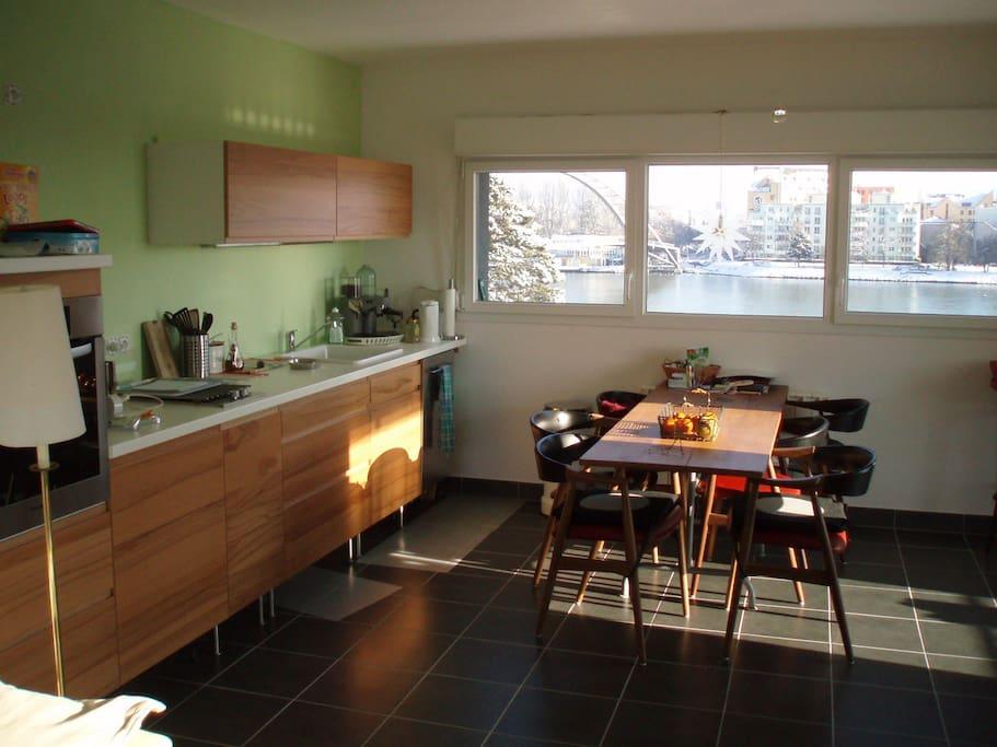 Küche+Salon   1 grosser Raum 1 Schlafzimmer,  1 Bad/ WC seperat