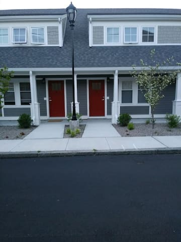 Fabulous spacious townhouse with full kitchen/wifi