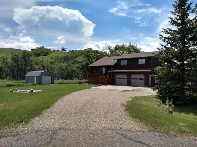 Tranquil Creek-Side Retreat
