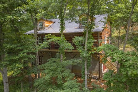 Quiet Mountainside Getaway Outside of AVL