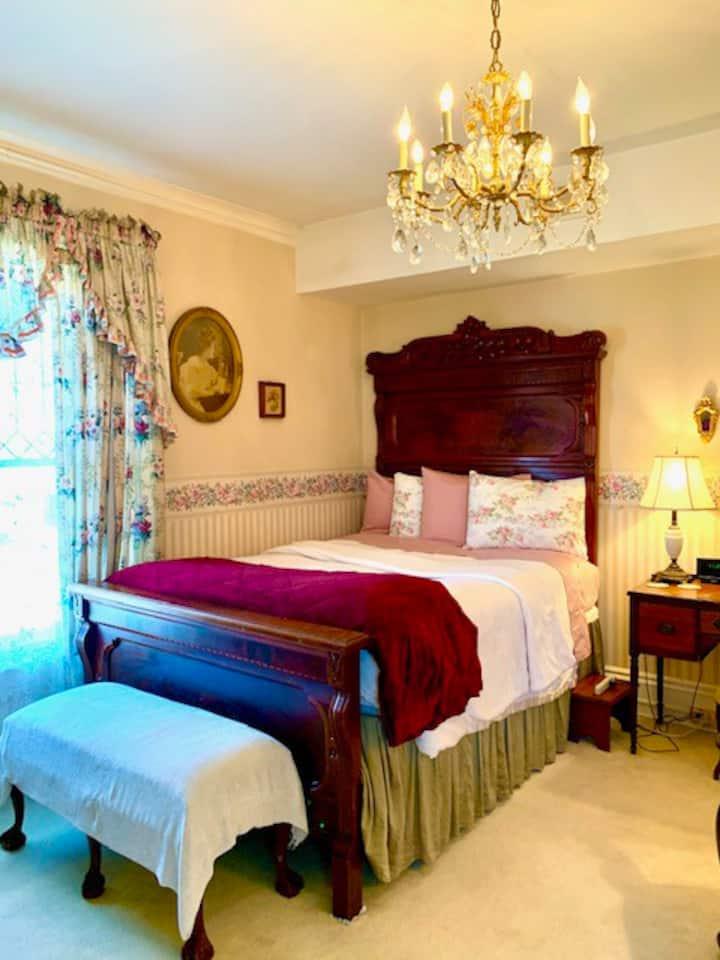 Victorian Queen Room at Brass Pineapple Inn