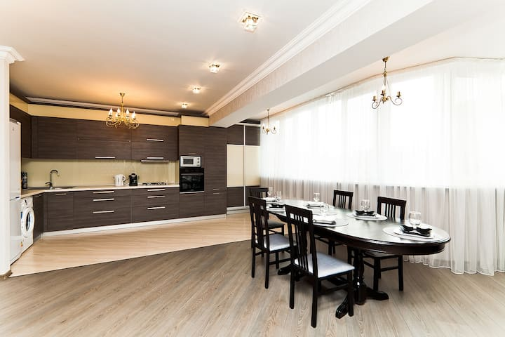 Superb penthouse, centrally located - Chişinău - Daire