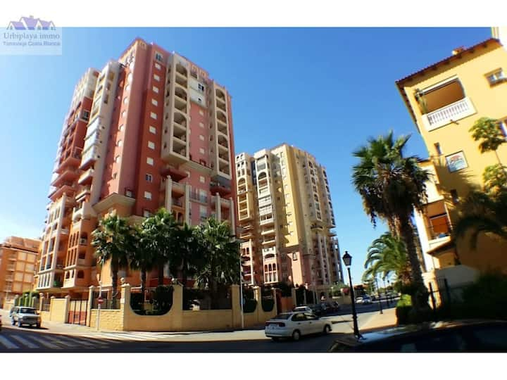 Apartamento en Torrevieja con vistas al mar.