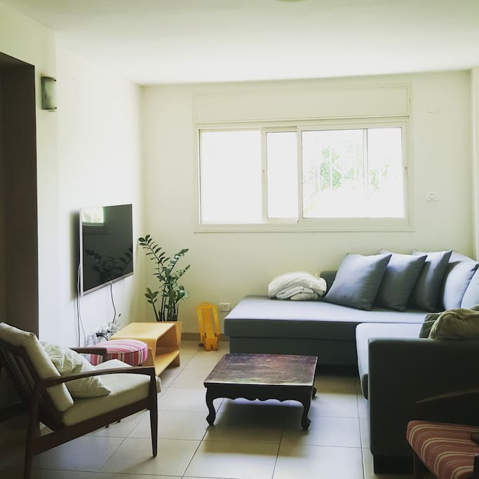 Cozy living room - Full 3D TV, cable, sound system. Perfect for watching movies!